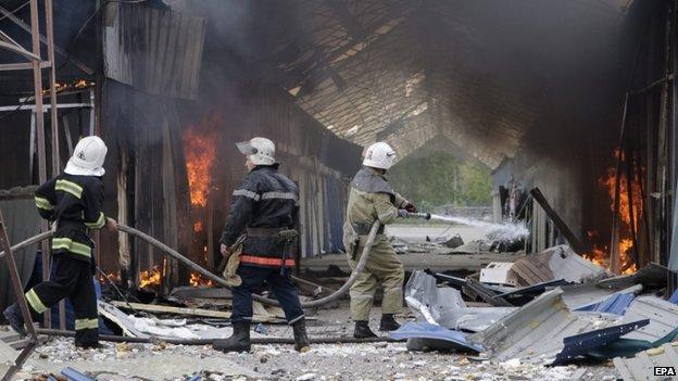 Market shelled on outskirts of Donetsk (3 June)