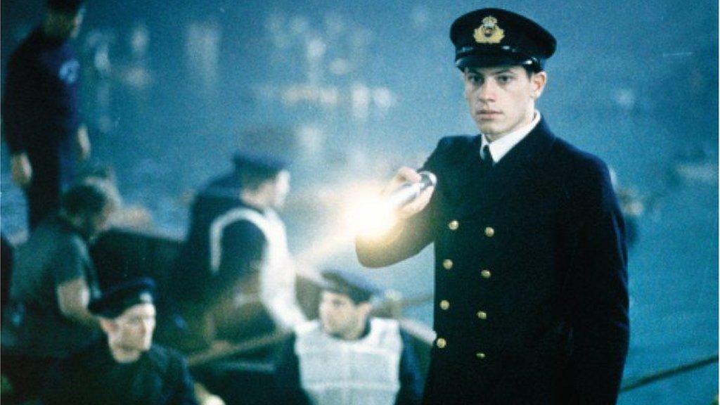 Ioan Gruffudd yn dod i amlygrwydd dros y byd yn y ffilm Titanic