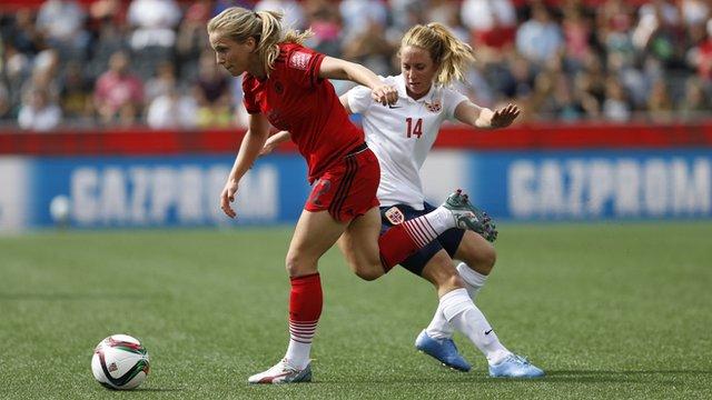Tabea Kemme of Germany breaks away from Ingrid Schjelderup of Norway