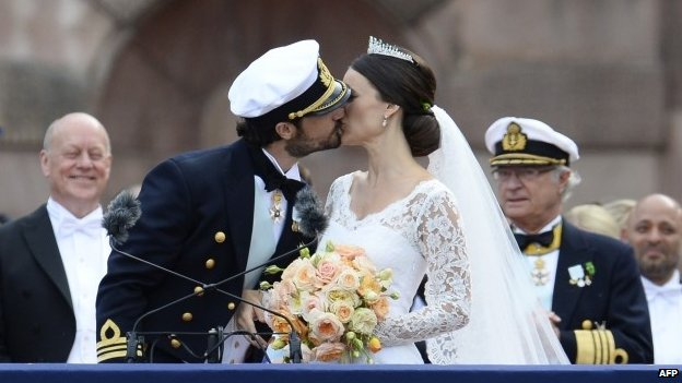 Sweden's Princess Sofia (right) and Sweden's Prince Carl Philip kiss after their wedding ceremony at Stockholm Palace (13 June 2015)