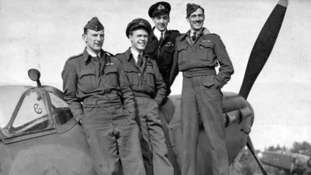 Airmen in group photo, 1944