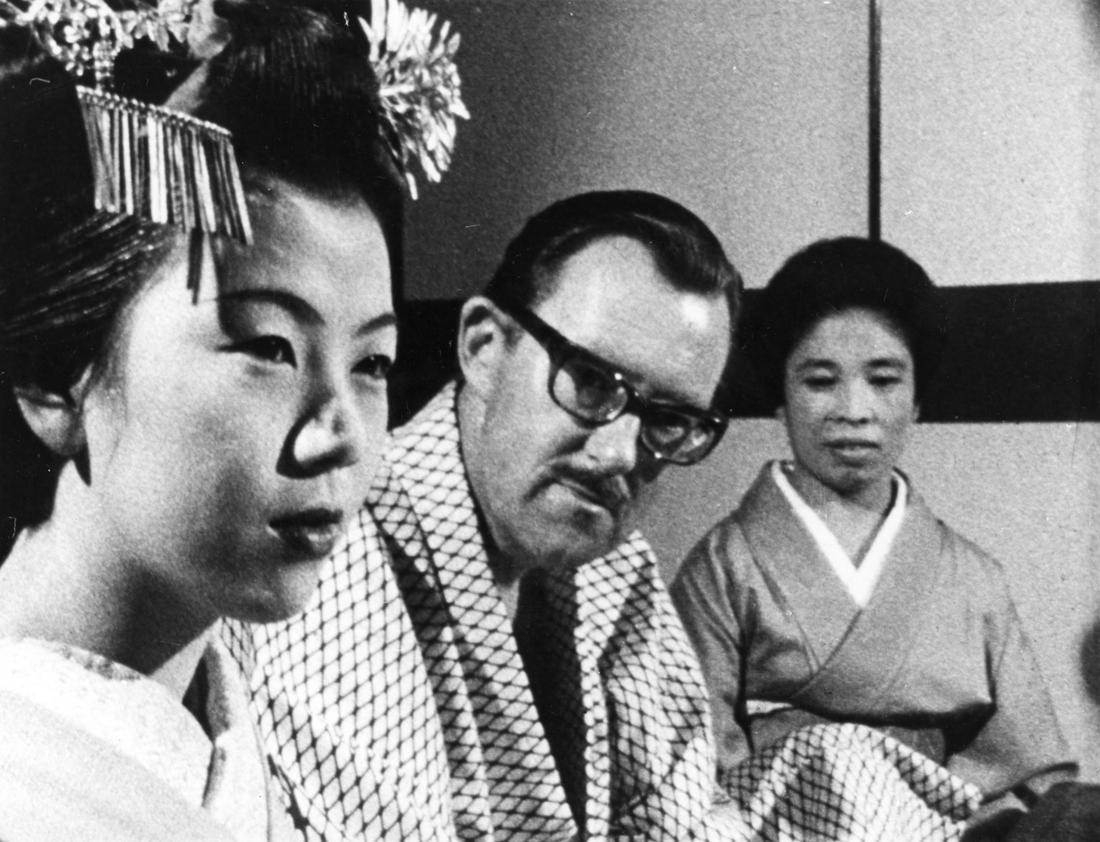 Alan Whicker in Japan, 1966