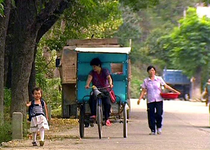 Yangyang walking home from nursery, 2007