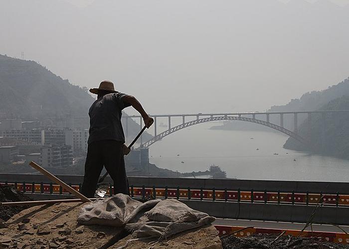 Construction by the Yangtze River, 2010