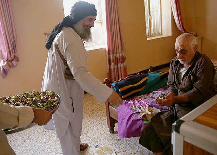 Daily life - sweets for the sick and elderly<br />(from an IS photo report, Nineveh, 20 July 2015)