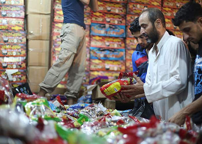 Daily life - buying groceries on the night of Eid<br />(from an IS photo report, Tabqa, 17 July 2015)