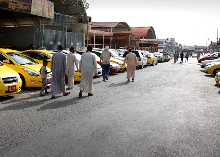 Daily life - visitors at a car exhibition<br />(from an IS photo report, Mosul, 13 August 2015)