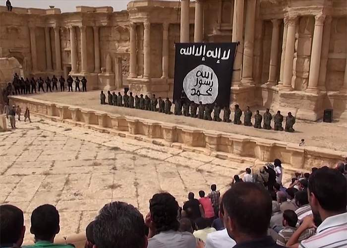 Syrian soldiers on their knees at Palmyra <br />(from an IS video published July 2015)