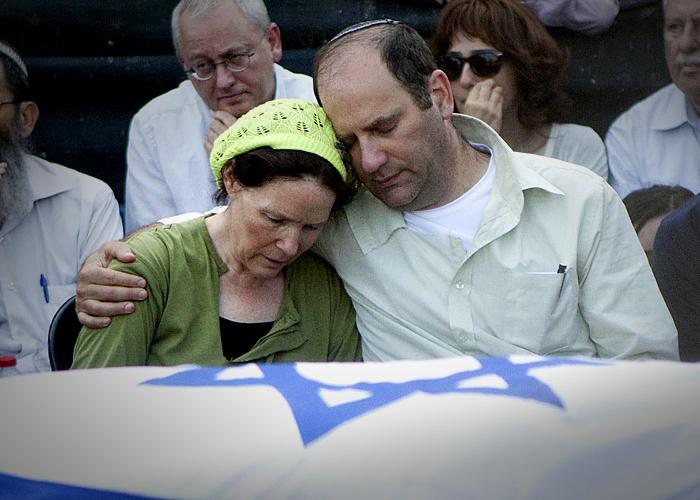 Rachelle and Avi Fraenkel at Naftali's funeral (AP)