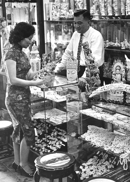 Shop selling ivory goods, Hong Kong, circa 1960(Getty Images)