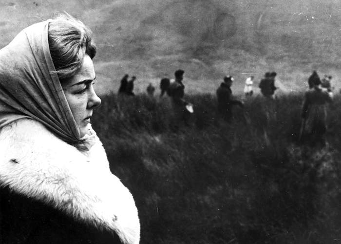 The mother of 10-year-old Lesley Ann Downey watches police search Saddleworth Moor for her daughter's body, 1965(Getty Images)