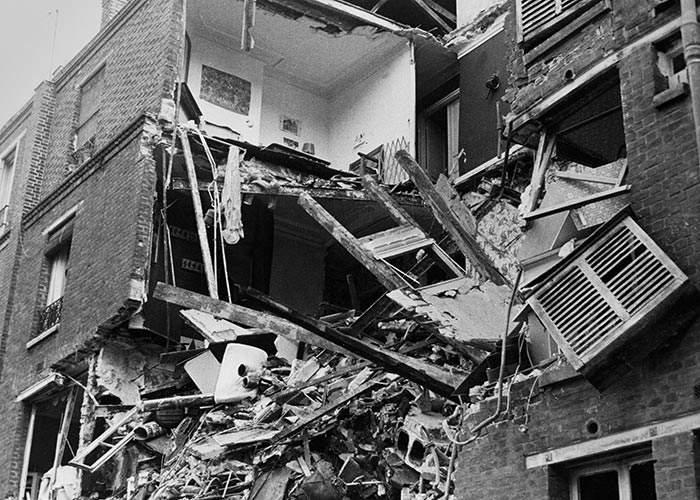Bomb damage at Villa Poirier,Paris, 1976(Getty Images)