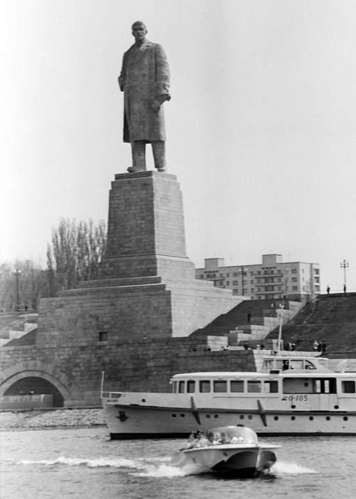Памятник Ленину, 1973. Nikolai Surovtsev\/TASS