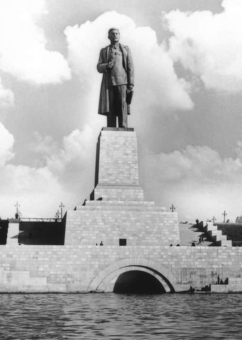 Памятник Сталину, 1937. Naum Granovsky\/TASS